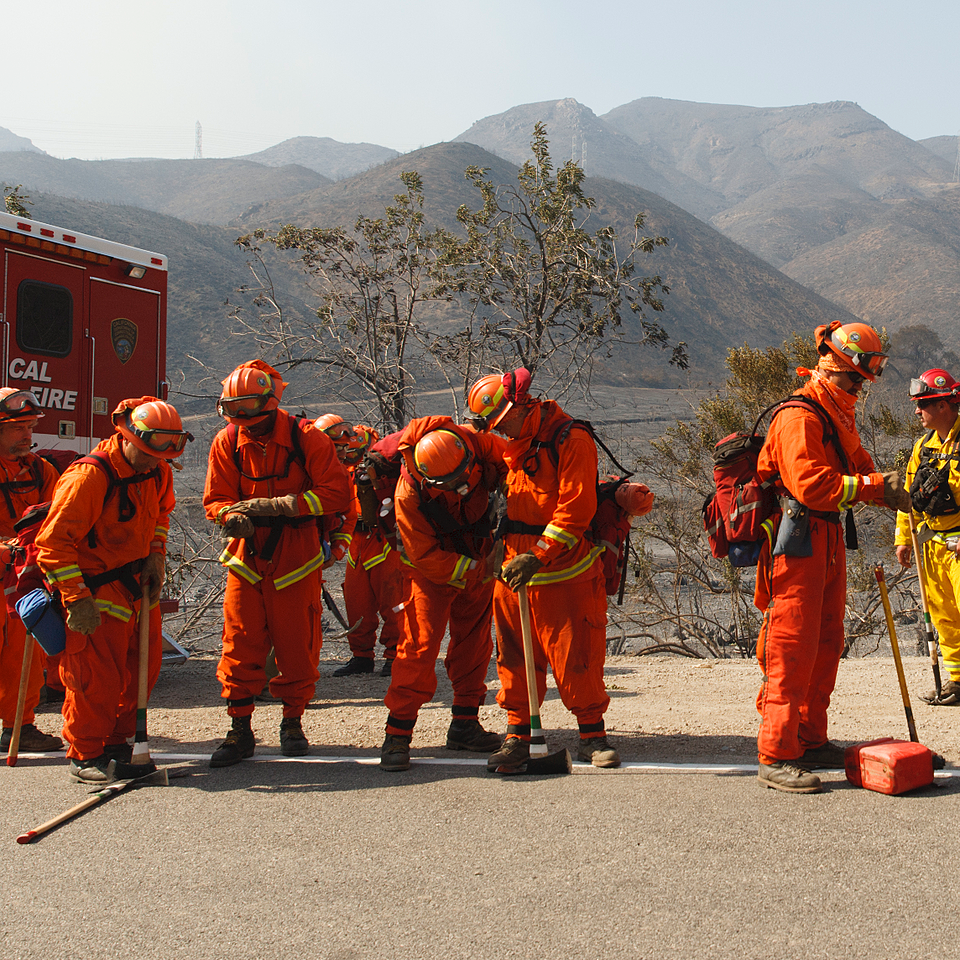 group of wildlands firefighters on road (Cropped)
